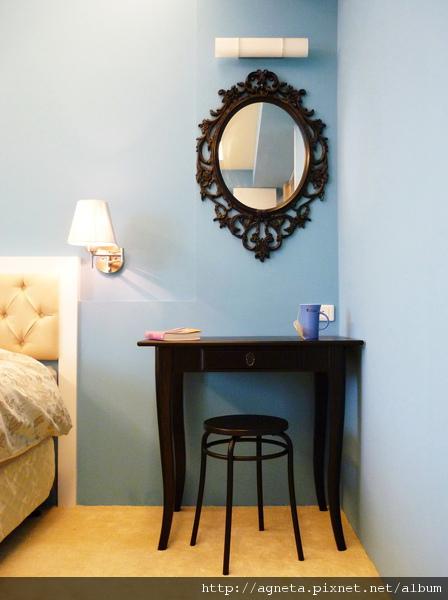 主臥的梳妝台跟鏡子