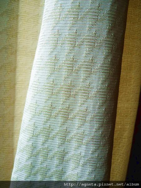 4F 客房的窗簾 金色千鳥格