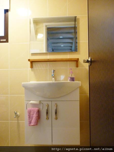 2F 次衛的浴櫃組