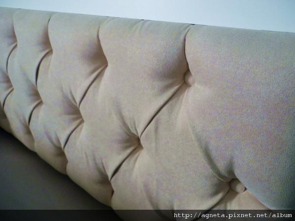 主臥室床頭麂皮繃布造型