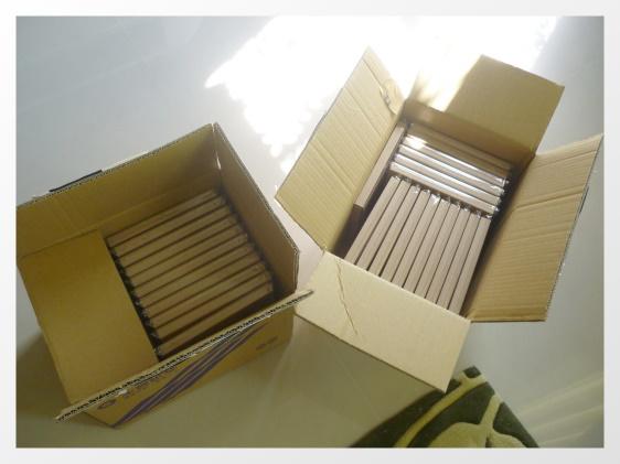 VOW用宅即便寄來兩大箱 真正明信片沒那麼大啦