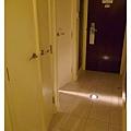 房間的衣櫥浴室門都滿有特色