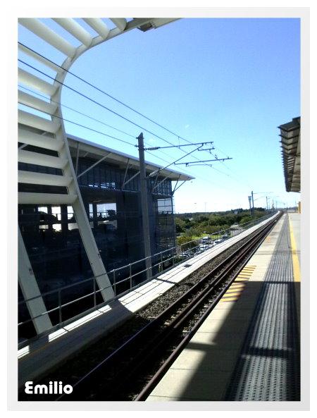 搭電車從international terminal 到domestic terminal 搭機去凱恩斯