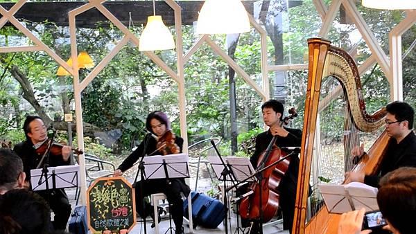 20111126-3淺綠色室內樂團的歌謠動人心弦.jpg