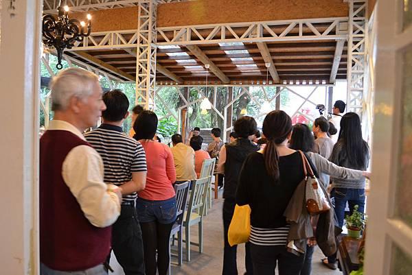 20111126-9橘之鄉吉鄉工坊裡滿是來欣賞音樂的朋友.jpg