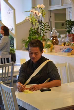 20111127-4演唱會的最後,他要大家寫下幸福的滋味.jpg