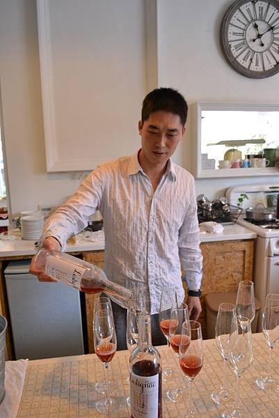 20111128-2盛業信用美酒帶大家去旅行.jpg