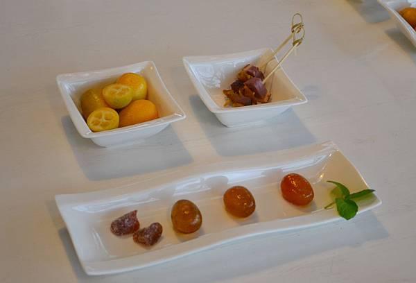 20111213-2用橘之鄉引以為傲的蜜餞來待客.jpg