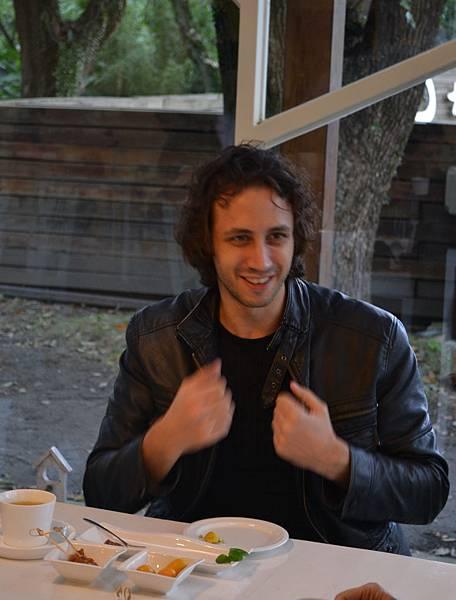 20111213-4也用肢體語言告訴我們他們對產品的喜好.jpg