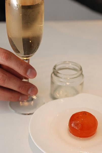 20111221-6搭配白酒,成為最時尚的組合 .JPG