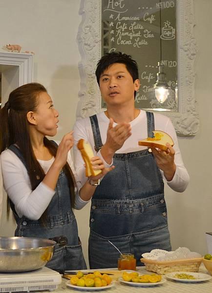 20111227-3天然的金棗果醬塗在吐司上也太好吃了.jpg