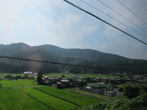 01-021-火車窗景