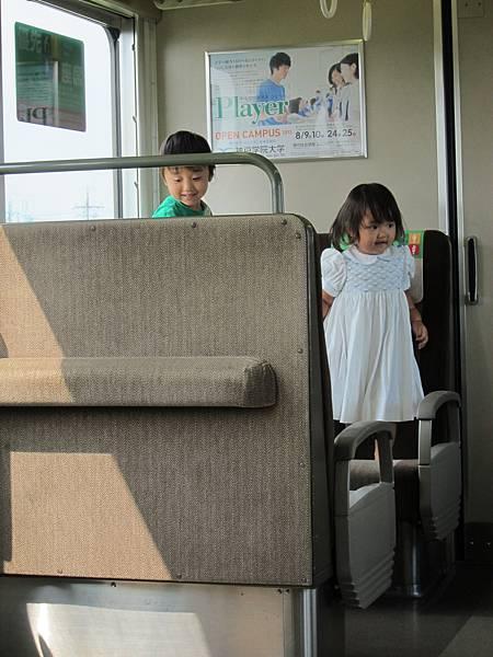 01-018-車上可愛的日本小孩