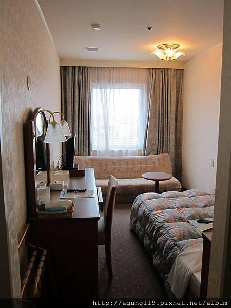 055-房間還算很大,有沙發