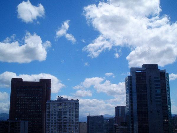 東區的天空