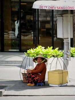很越南風格的阿嬤......
