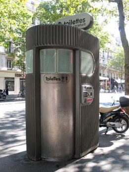 路邊的付費廁所...有時間限制喔.所以便秘的不要輕易嘗試