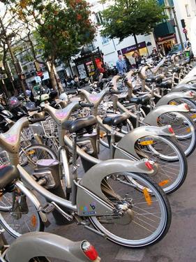 很方便的腳踏車租借...可是我們觀光客有另ㄧ套系統我們不會用