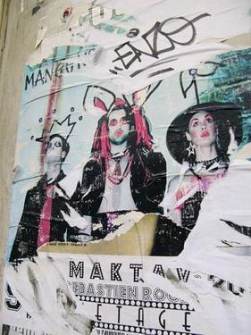 隨便路邊的塗鴉海報都很有風格