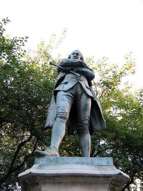 路邊很指高氣昂的銅像..我也不知他是誰
