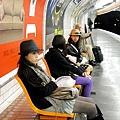 巴黎的地鐵............是圓形的