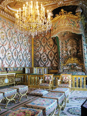 這應該就是國王的床了吧.....