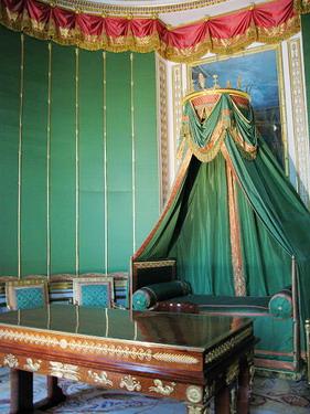 國王臨時的辦公處..後面的小床給他偷懶睡覺的