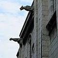 聖心堂外的突出雕像