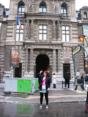 哇塞...真的來到羅浮宮了