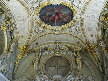 天花板的裝飾也是巧奪天工