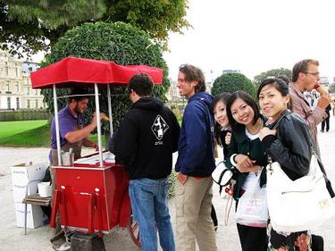 在杜樂利花園買冰淇淋吃~~2.5€