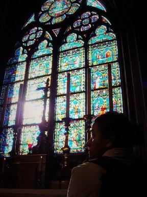 聖母院的美讓前來的婦人都哭了