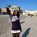 華姊來了巴黎也玩起自拍