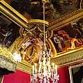 水晶吊燈加上壁畫...超豪華