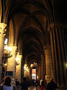 這裡的壁柱都有百年歷史