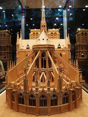 哥德式建築風格的聖母院木板模型