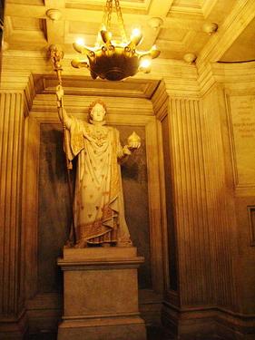 金光閃閃的拿破崙紀念像