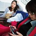 等飛機超無聊的還好我有帶P還好我有帶PSP