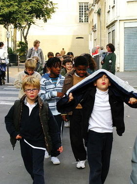 小朋友是去校外教學ㄇ