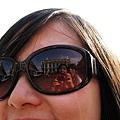 白馬的名牌眼鏡超大的