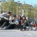 巴黎鴿子整個跟王一樣滿街趴趴走