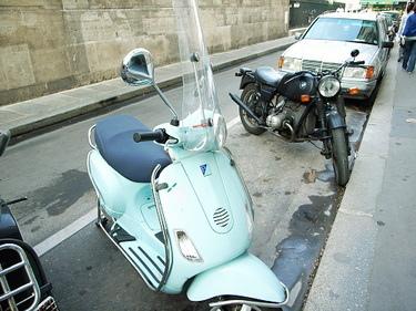 巴黎街頭很多很好看的偉士牌