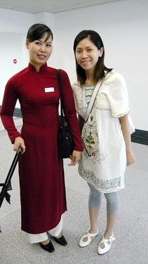 華姊與越南航空空姊..他們的傳統服真的只有瘦子能穿