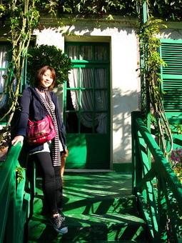 莫內的家階梯也是綠的...