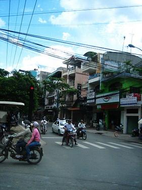 電線超垂...身高200的人不能活在越南