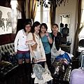 這是我們在巴黎的家...客廳就是臥房