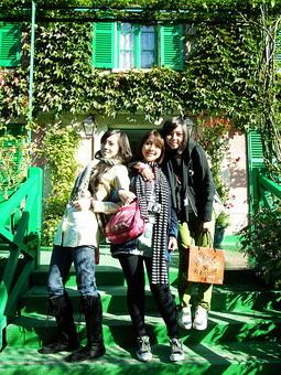 莫內家前的綠色階梯