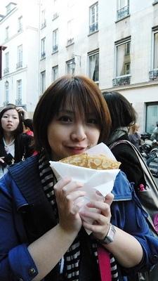 我的只是可麗餅皮包砂糖....這樣收我2.5€...亙