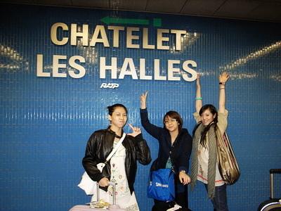 到了我們要轉車的地鐵站LES HALLES..我們要轉4號線