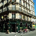 走在巴黎街上人都開心了起來